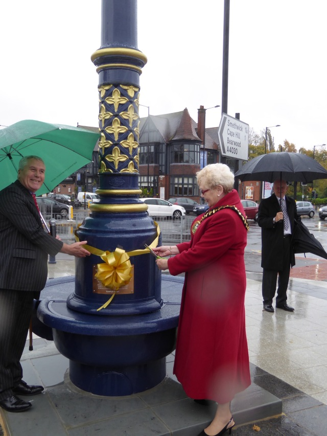 Mayor of Sandwell Councillor Barbara Price unveils the plaque